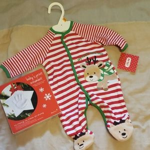 Baby's first xmas outfit/handprint ornament kit